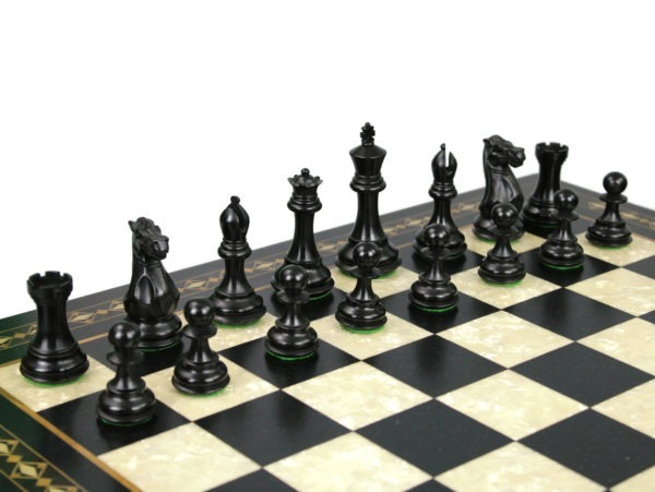 A fantastic collection of chess pieces, each set of chess pieces comes with a king and 2 queens along with the regular number of pawns to play your game